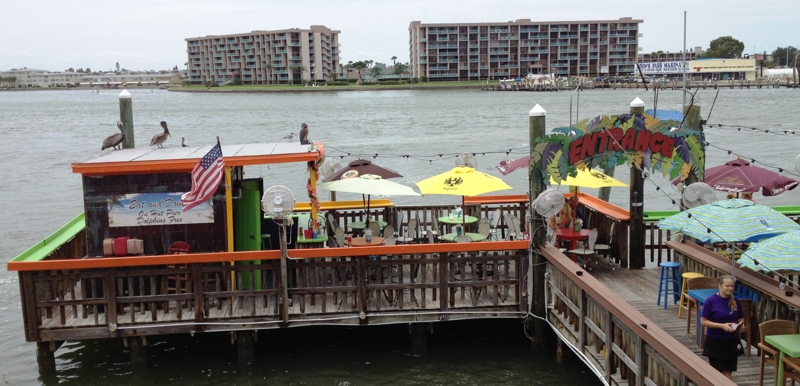 Sculley 39 s the hut waterfront restaurant bar john 39 s for John s pass fishing