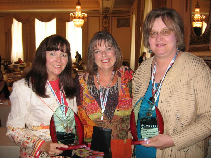 Mary Pope-Handy, Joeann Fossland, Frances Flynn Thorsen with the Project Blogger Awards