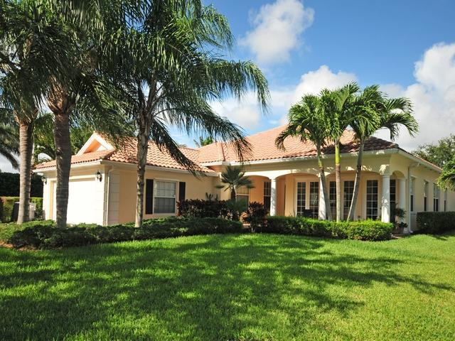 Single Family Home For Sale In The Isle At Palm Beach Gardens