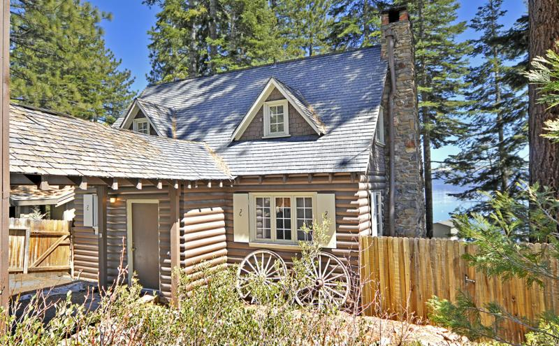 Tahoe cabin on the shore of lake tahoe with 4 bedrooms for North lake tahoe cabins