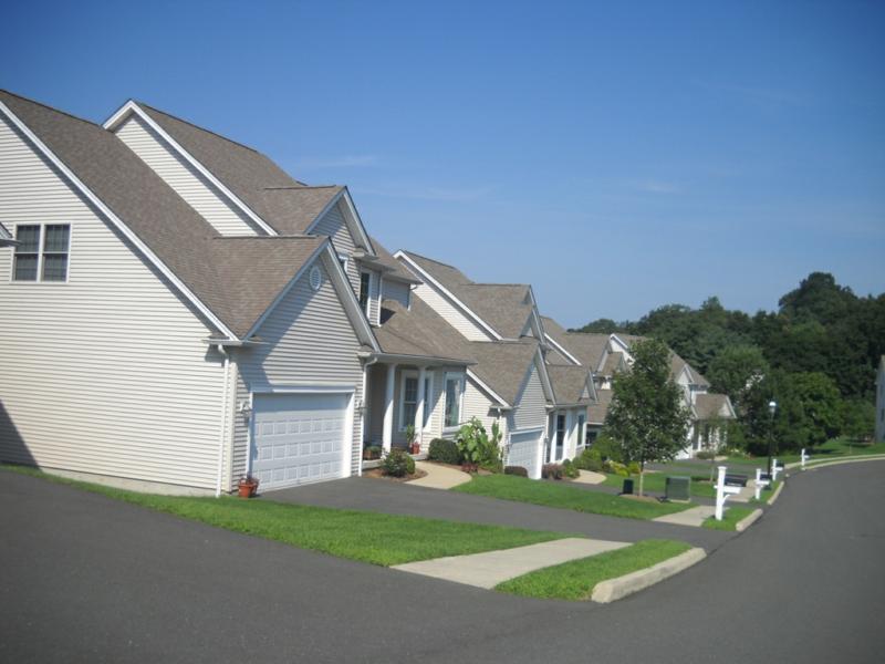 Tobin\'s Farm, A community of free standing condo homes in Danbury,CT