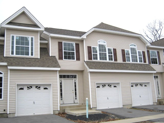 Orange county new york real estate middletown ny wall for Nyc townhouse with garage