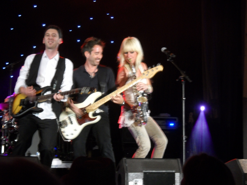 Mindi Abair playing with her Jazz band
