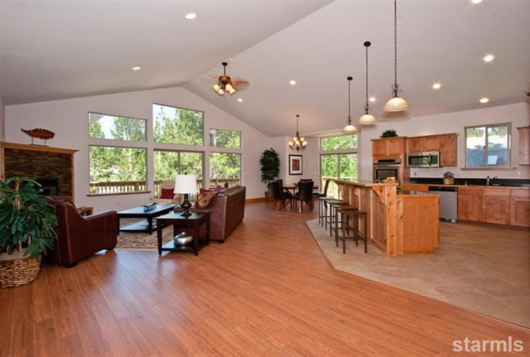 916 sagewood, south lake tahoe, greatroom, kitchen, vaulted ceiling