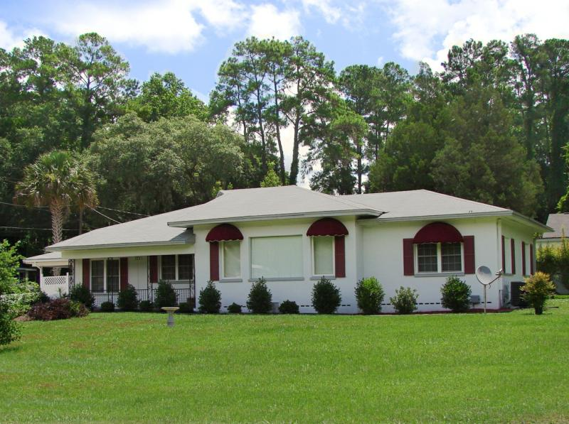 Beautiful lake front home for sale in lake city florida for Beautiful classic homes