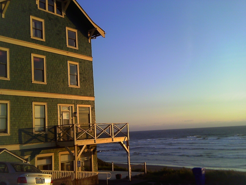 sylvia beach hotel in newport oregon is for book lovers. Black Bedroom Furniture Sets. Home Design Ideas