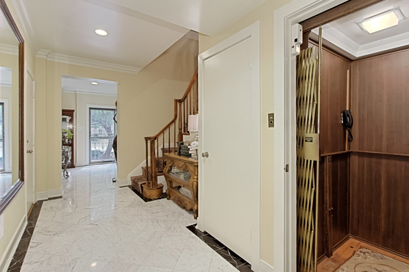 2340 s rolfe street luxury townhouse in arlington with Elevator townhomes