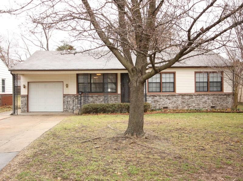 Brookside bungalow: 4631 S Troost Avenue, Tulsa