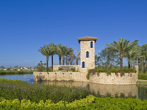 ar131136117228009 Jupiter Country Club features the private Sports & Social Club, ...