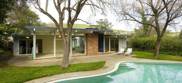 Light filled joseph eichler home in marin county for Eichler homes for sale bay area