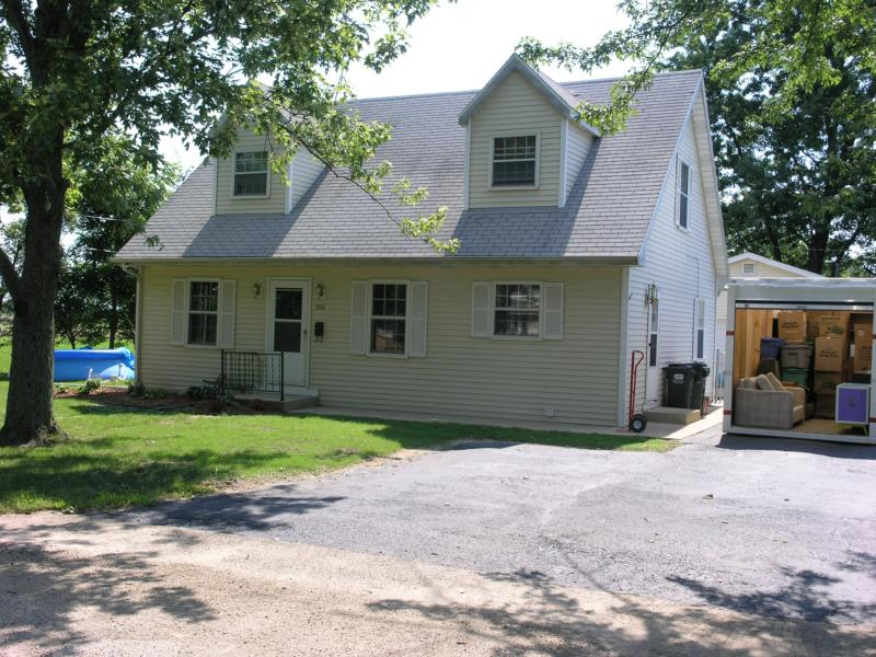 Cape Cod 4 Bedroom on quiet street