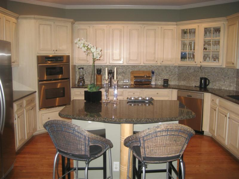 Design2Sell - We Stage Atlanta Kitchen3a