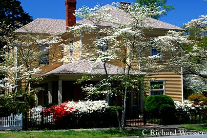 Photos of historic homes in newnan georgia in spring an for Home builders in newnan ga