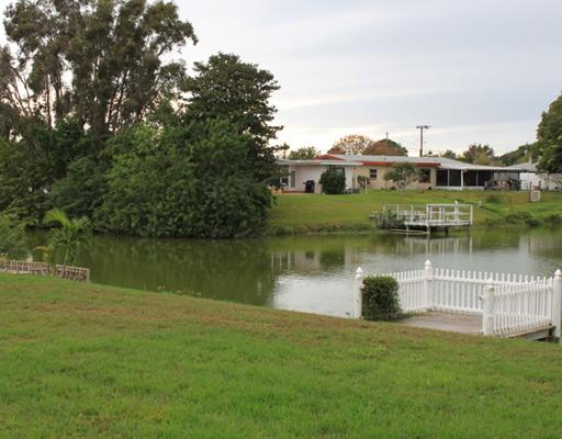lakefront-home-in-venice-gardens-fl