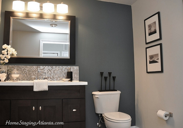 Beat out the competition an atlanta condo gets staged for Staging bathroom ideas