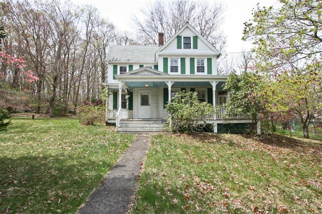 Fixer upper home for sale in mahopac ny for Fixer upper homes for sale by owner