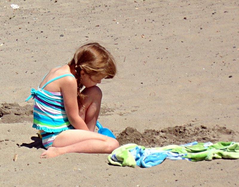 Playing In The Sand on the Columbia River