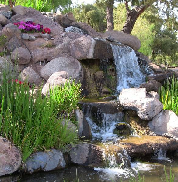 Val Vista Lakes Gilbert AZ Waterfalls