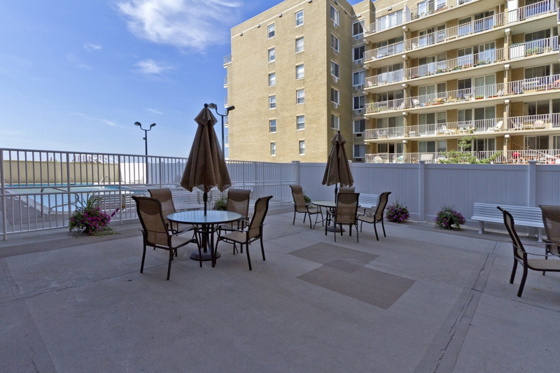 Long beach ny condominiums horizon shores 666 shore road for Pool show in long beach