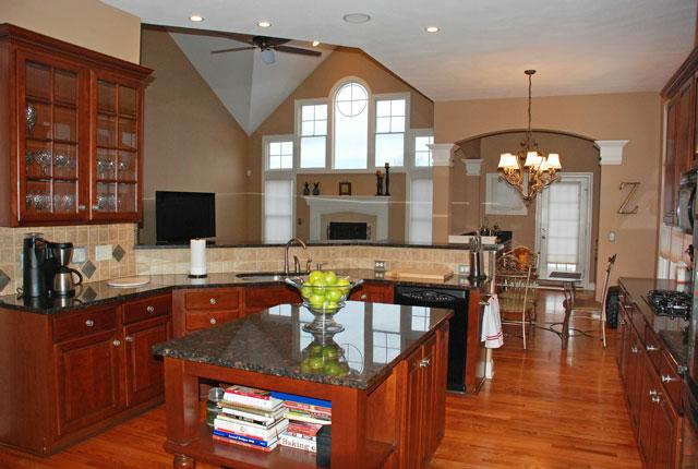 406 Saint Andrews Lane Wiltshire Broadview Heights Ohio 44147 - Kitchen
