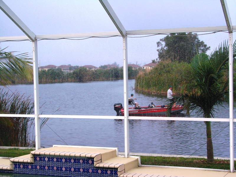 Cape coral florida 39 s waterfront lifestyle it 39 s a boating for Florida canal fishing