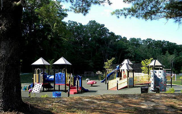 Mosby Woods playground Jan ans Steve Bachman RE/MAX