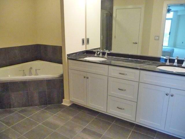 1400 Lancaster Street master bath