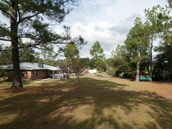 Home for Sale in Alachua, FL with 1 acre lot