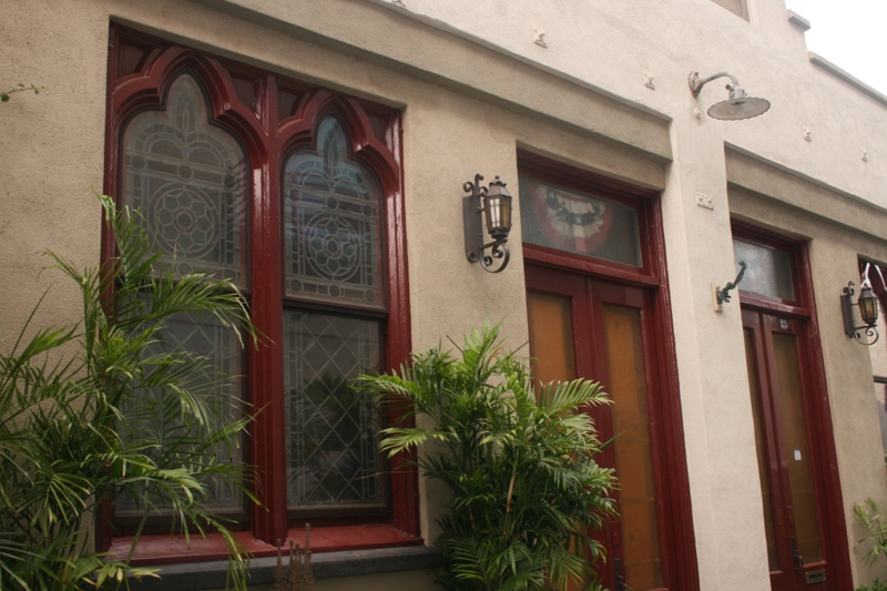 One of those original Villas tucked away in an alley used by service people back in the 1880s