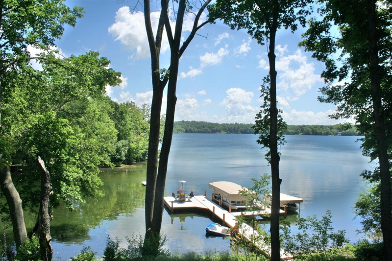 Pine Lake, Waukesh County Lakes, Waukesha County lake homes, luxury lake homes in Waukesha County, Lisa Bear, buying lake homes, selling lake homes