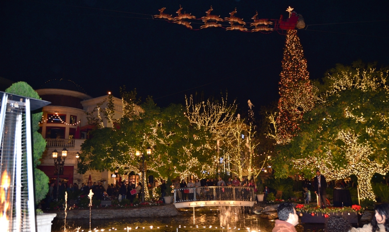 Holiday cheer at the grove places to visit in la for Best places to visit during christmas
