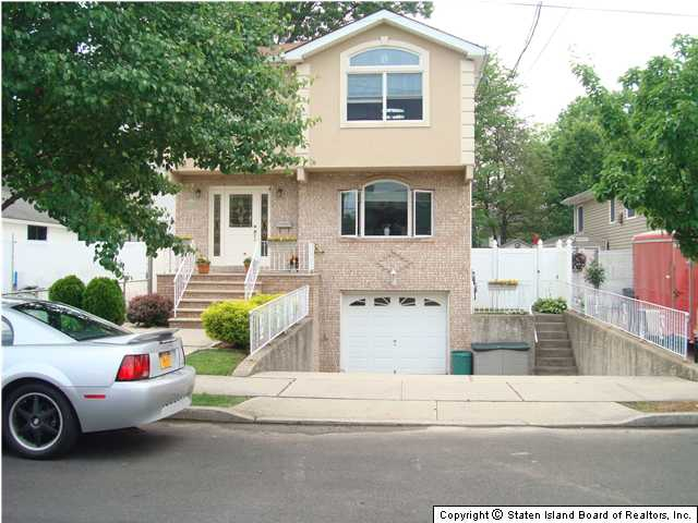 One Bedroom Apartment In Staten Island Arthur Kill Road Staten Island Ny Mls Twostory Apartment