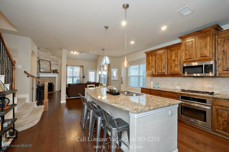 Little Elm TX Homes - Let your creative juices flow and create stunning and delicious dishes in the chef's eat-in kitchen of this home for sale in Little Elm.