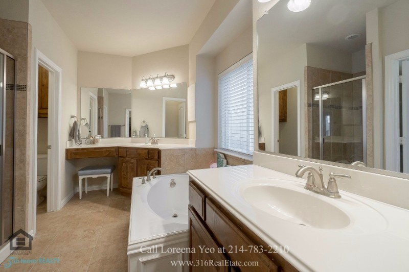 Homes for Sale in Little Elm TX - This Little Elm TX home for sale unites comfort, elegance and space.