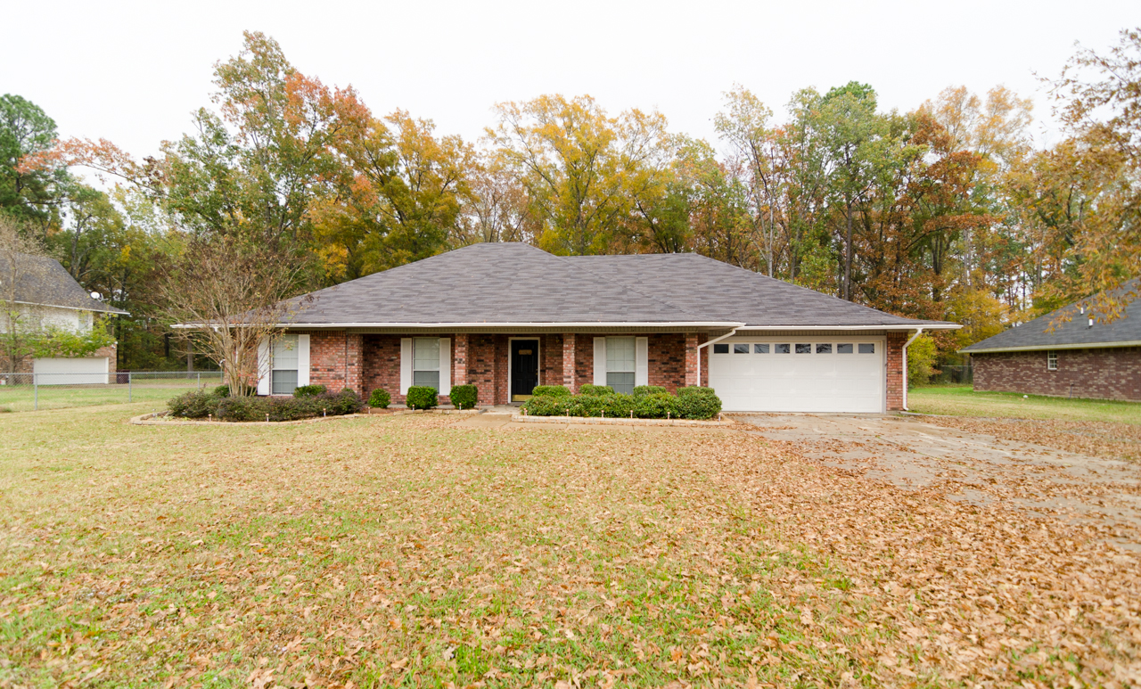 Beautiful Benton La Home For Sale On Over An Acre