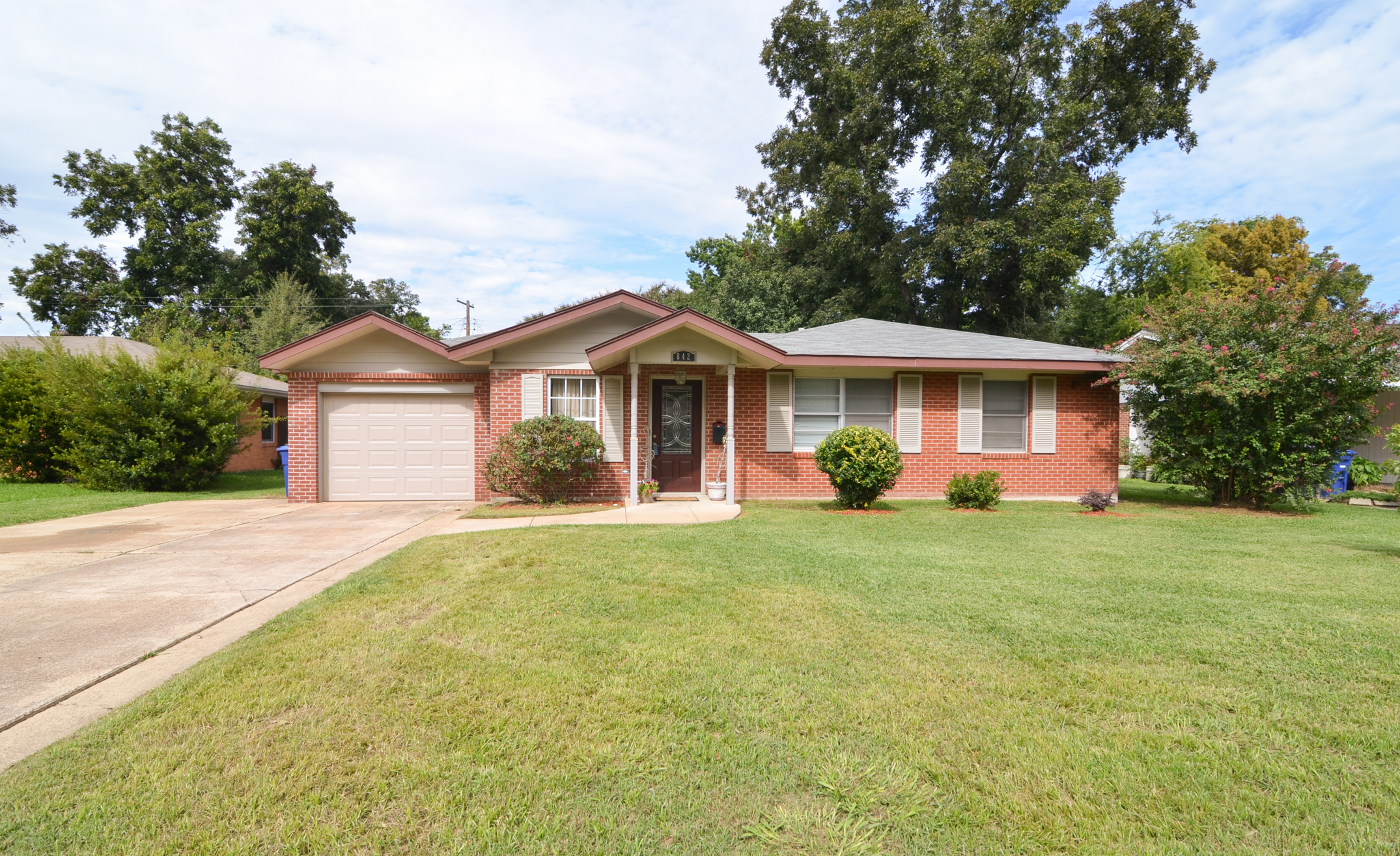 Don 39 t miss out on this terrific shreve island home for for Home builders in shreveport la