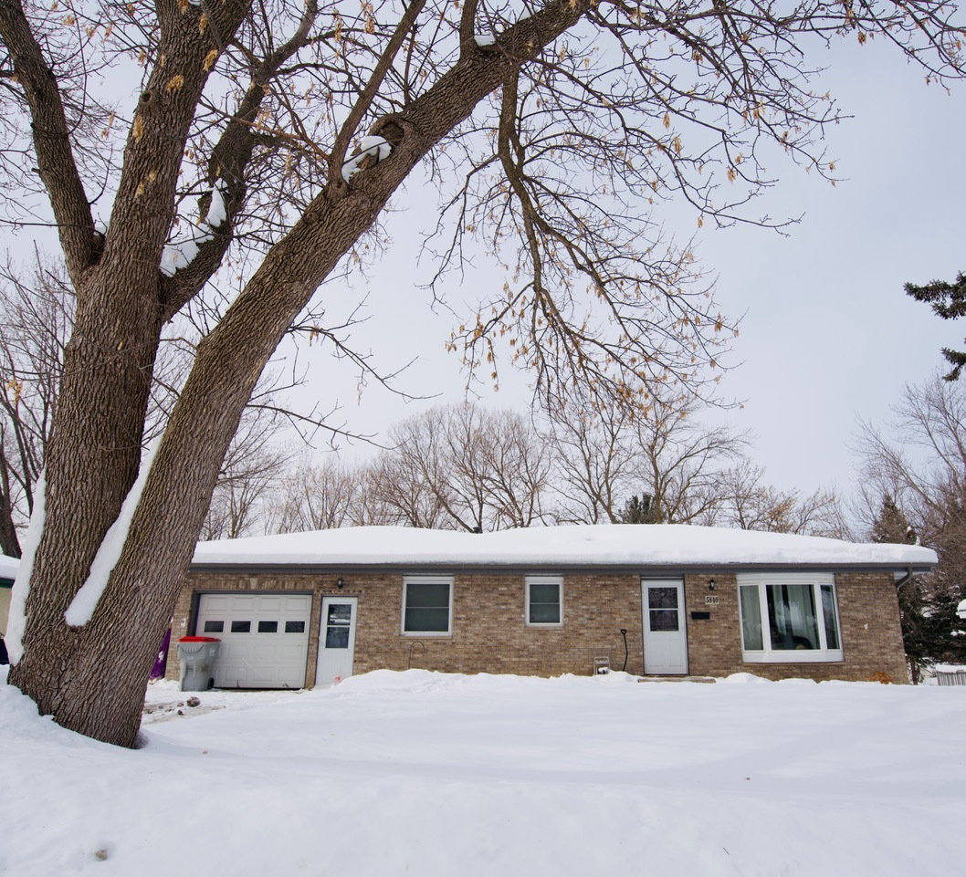 Well Maintained 3BR/2BA Fridley Home