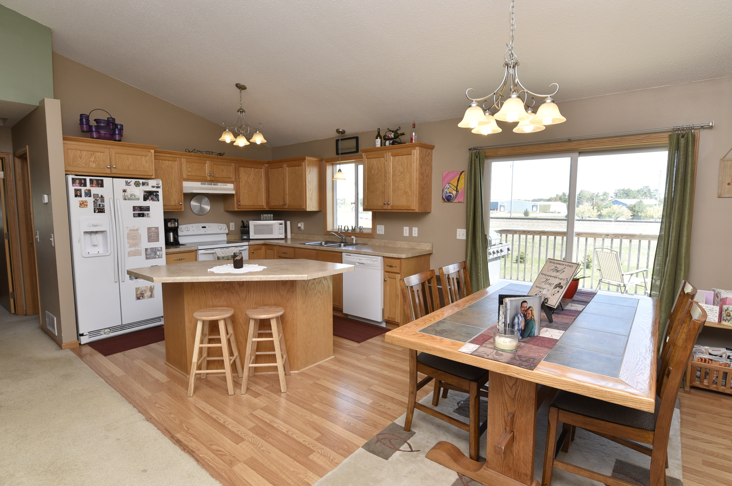 Split Foyer Open Kitchen : Re max results open house rice pm