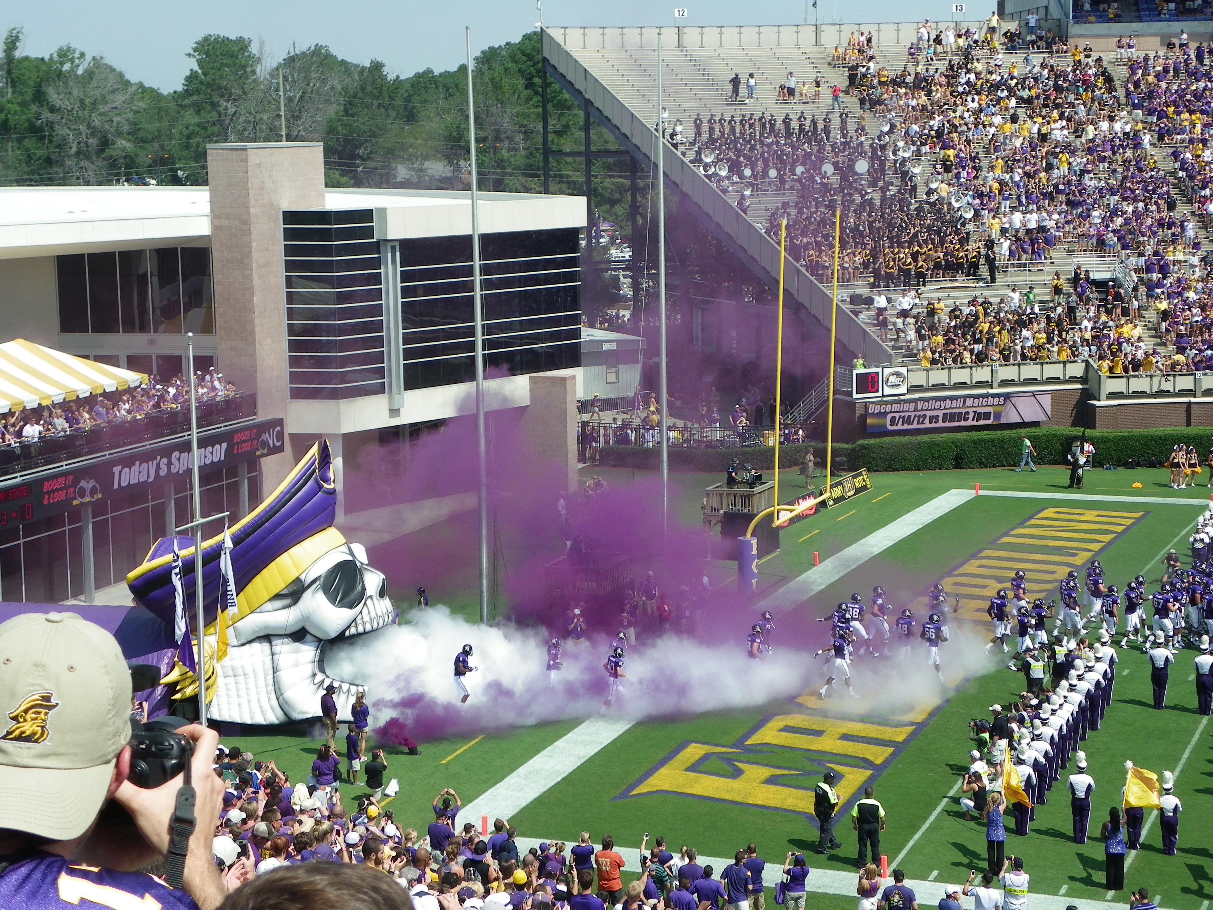 east carolina university East carolina university (ecu) is located in greenville, north carolina it is the third-largest university in the university of north carolina system with almost 28,000 students enrolled in various programs.
