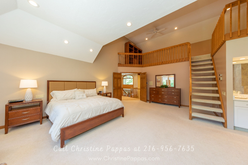Concord Township OH Luxury Homes  - Have a good night's sleep in the spacious master suite of this Concord Township luxury property.