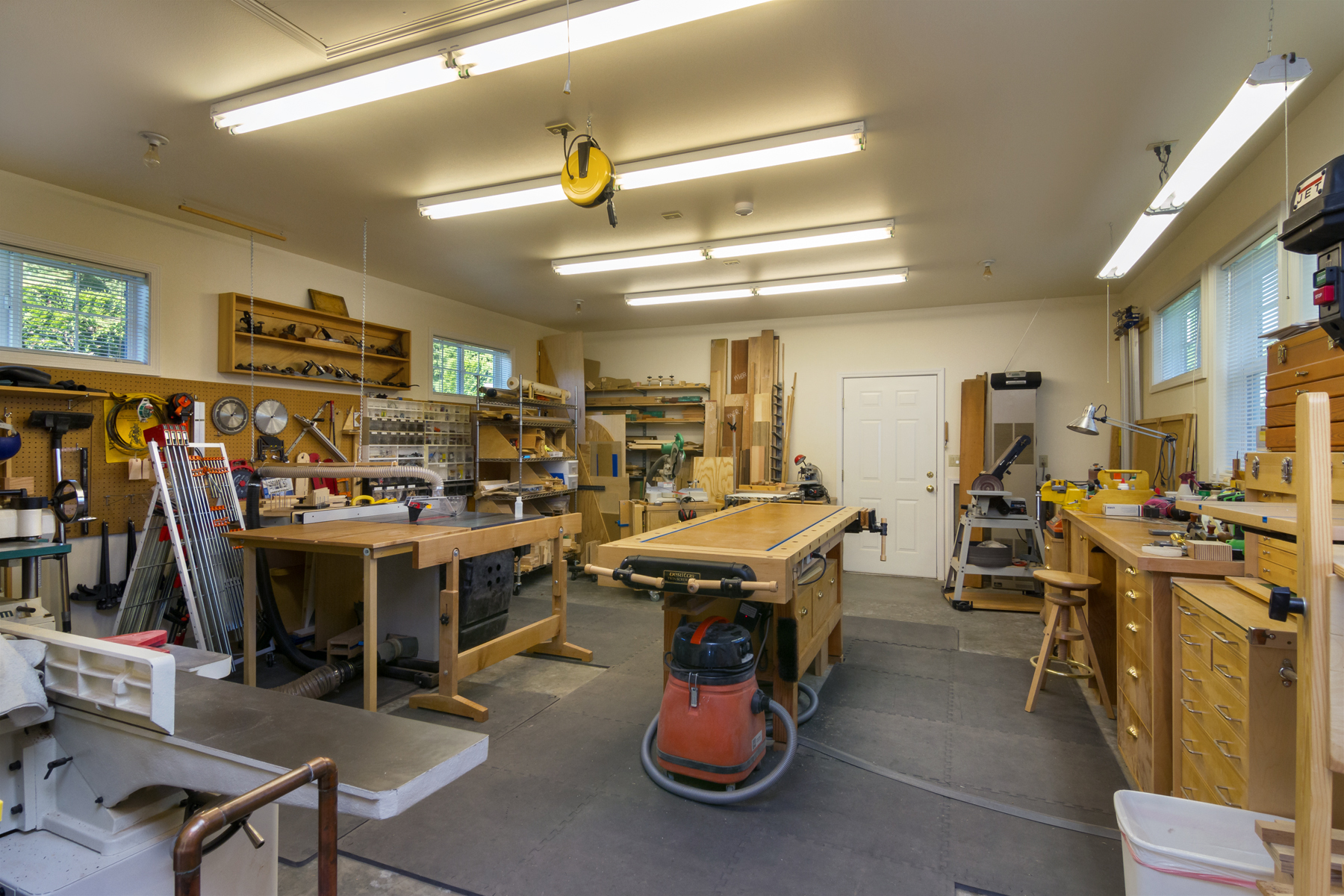 22 Brilliant Woodworking Shop For Sale | egorlin.com
