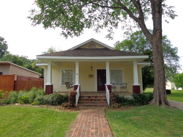 Miraculous Well Kept Cottage In Alexandrias Garden District Home Interior And Landscaping Oversignezvosmurscom