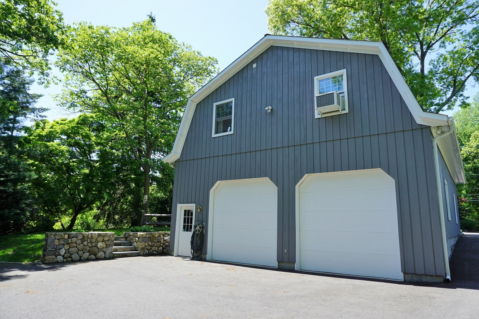 Darien, Ct  ~ Renovated 5 Bedrm 4560 sq ft with 4 Car G