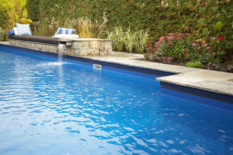 homes with swimming pools in clarksville tn 37043
