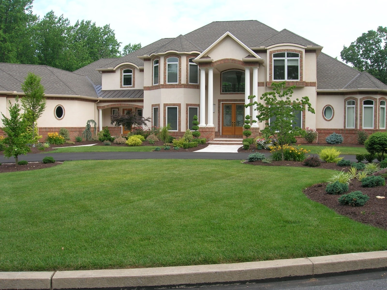 Luxury Homes For Sale Under 1 in Framingham Ma