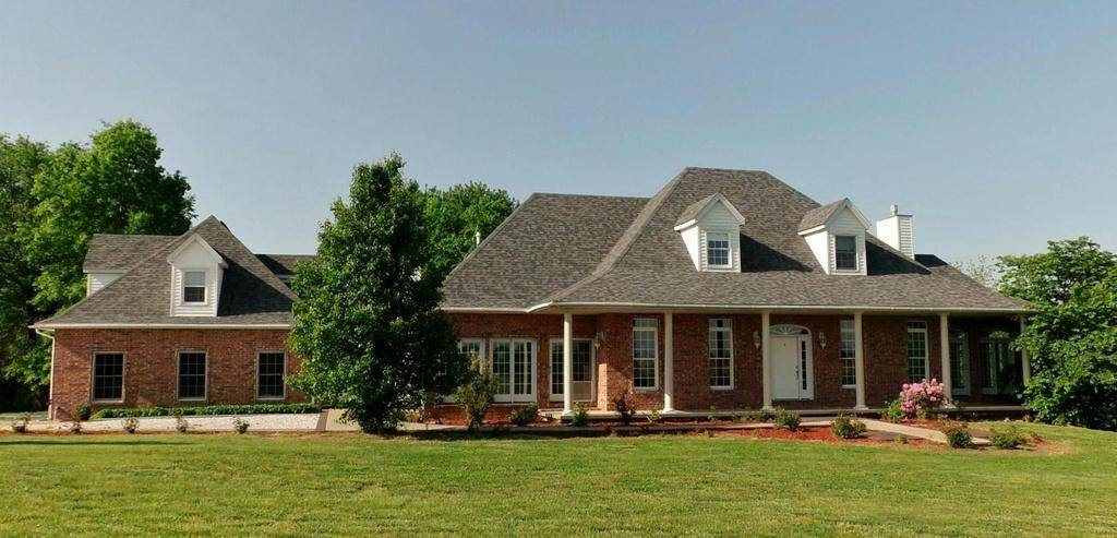 Homes in the ozarks with 3 car garage spaces for Homes with three car garages