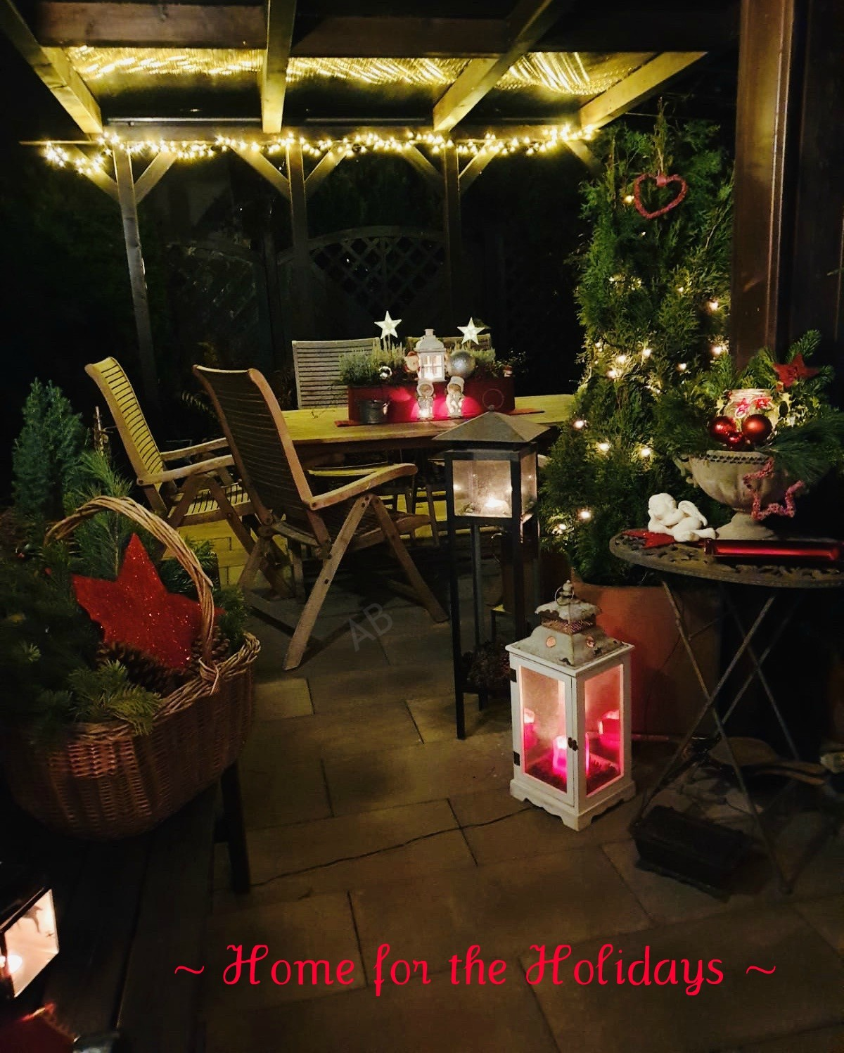 Home for the Holidays Decorating Contest: a very merry patio