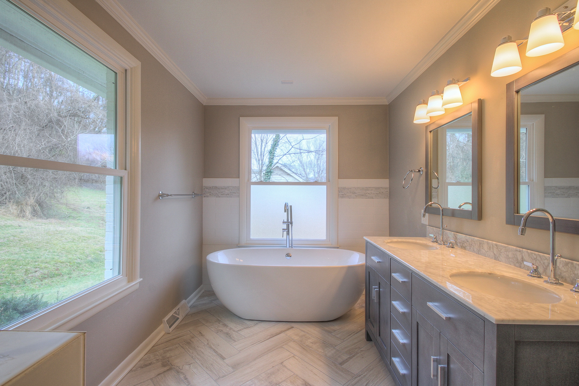 Master Bathroom with Double Vanities and Large Tub