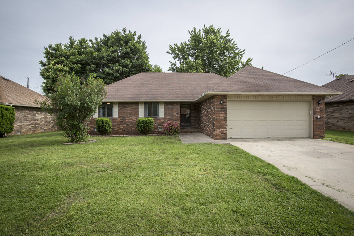 Price reduced on 3 bedroom all brick house in springfie for All brick homes