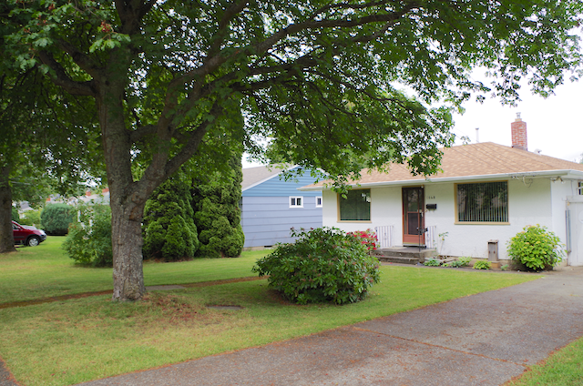 NEW LISTING 3 BEDROOM BUNGALOW BY HILLSIDE MALL